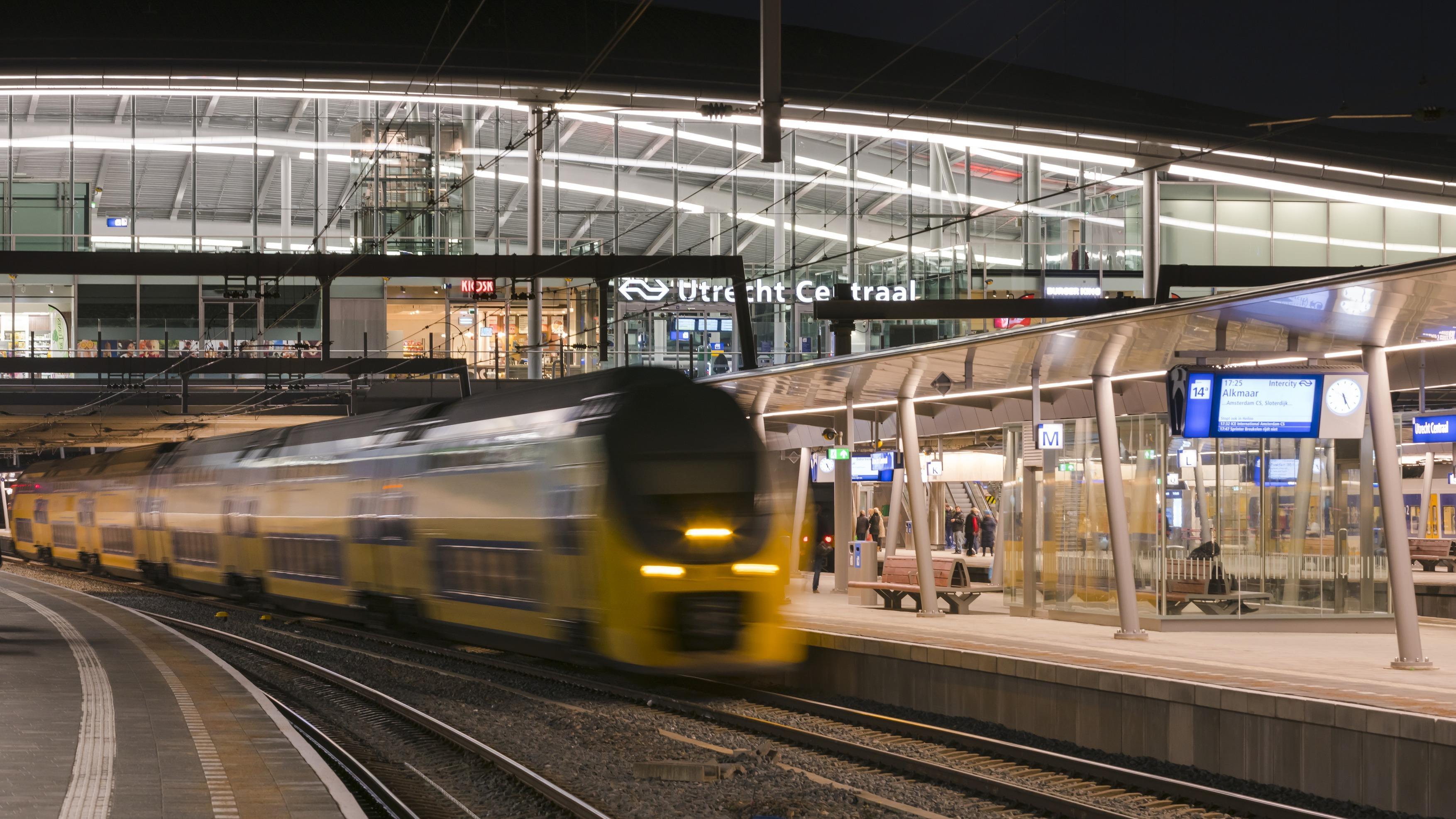 483 OVT Utrecht Centraal N22 a4