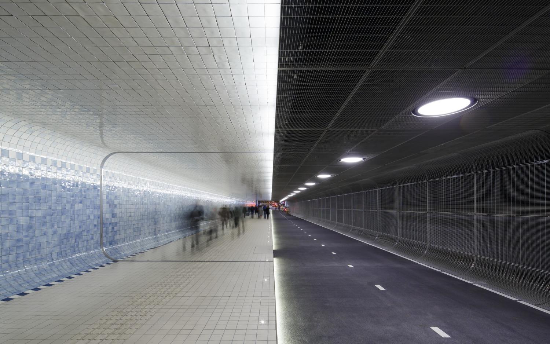 611 Langzaamverkeerspassage Amsterdam CS N17 medium